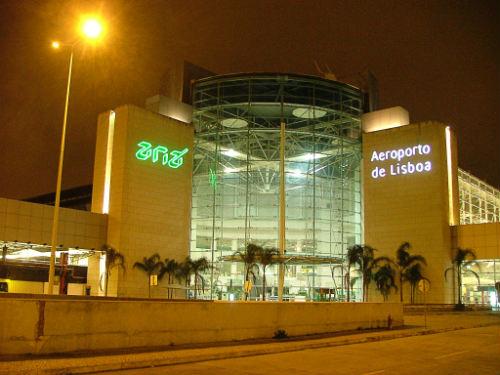 Aeropuerto de lisboa el m s importante de portugal for Cajeros en el aeropuerto