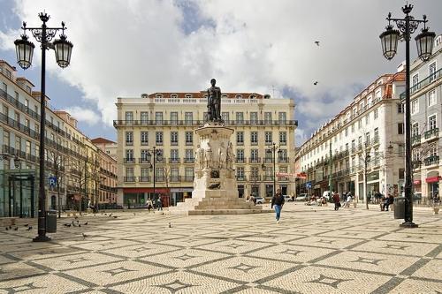 La plaza Luís de Camões, monumento a la poesía