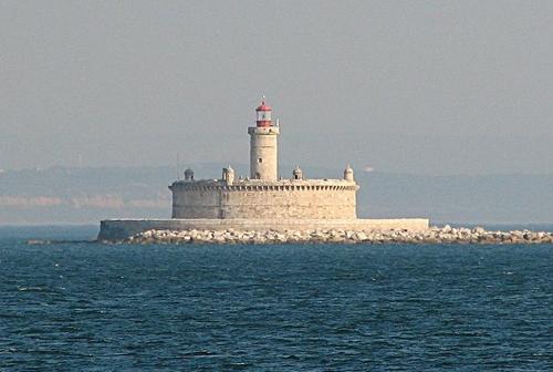 El Fuerte de San Lorenzo y el Faro de Bugio
