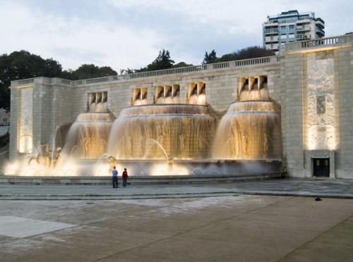 Histórica fuente luminosa en la Plaza del Imperio